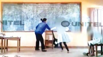 Filman golpiza de una profesora  a estudiante
