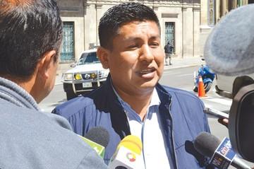 Diputado acusado de violencia pide  licencia por 30 días
