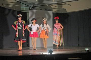 Candidatas a Miss Transformista presentan danzas