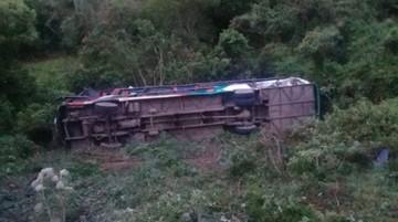 Bus se embarranca en la carretera a Santa Cruz y deja una fallecida