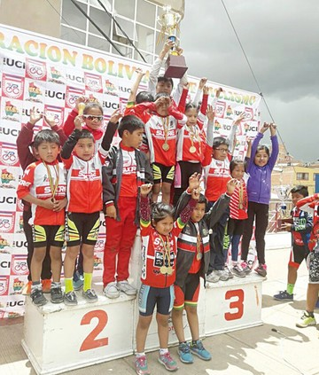 Oro en ciclismo infantil