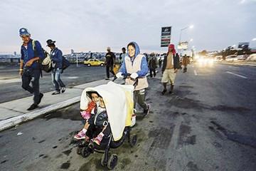 Caravana migrante reinicia su marcha a Estados Unidos