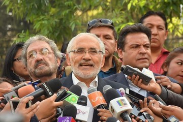 """Mesa dice que ganará las elecciones y que Evo actúa como """"dictador"""""""