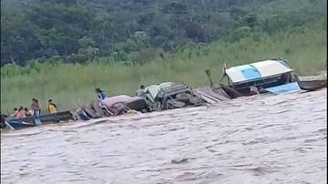 Río Mapiri se devora una barcaza con siete motorizados