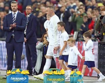 Wayne Rooney se despide de su selección