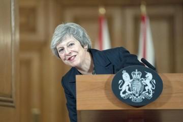 """May enfrenta críticas al pacto sobre el """"brexit"""""""