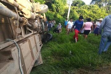 Accidente de autobús deja dos fallecidos y 20 heridos en Mairana