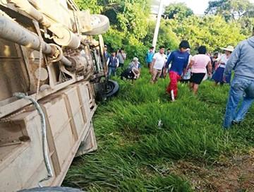 Accidente de bus deja dos fallecidos en Santa Cruz