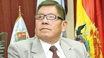 Ex magistrado del TCP figura como militante del MAS