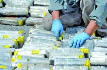 Policía peruana detiene a tres sujetos con droga