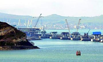 Rusia toma posesión de tres buques ucranianos