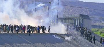 Caravana ejerce presión; EE.UU. pone resistencia