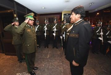 """Acusan a Mendoza de """"bajarse los pantalones"""" ante el Gobierno y le piden un informe"""
