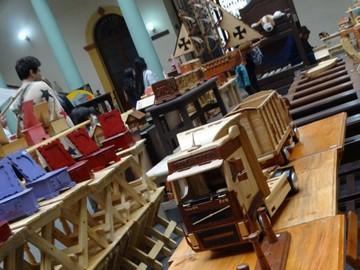Internos de San Roque exponen artesanías
