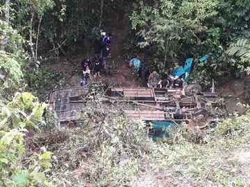 Embarrancamiento de bus deja cinco muertos y 18 heridos