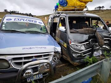 Colisión vehicular deja 2 personas heridas