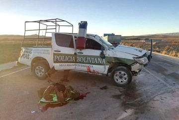 Se accidenta camioneta policial que debía escoltar a marcha del 21F