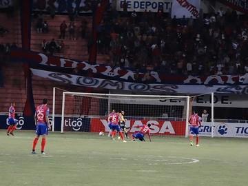 Universitario resucita con victoria sobre el Tigre