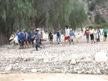En Icla rescatan a joven  arrastrado por una riada