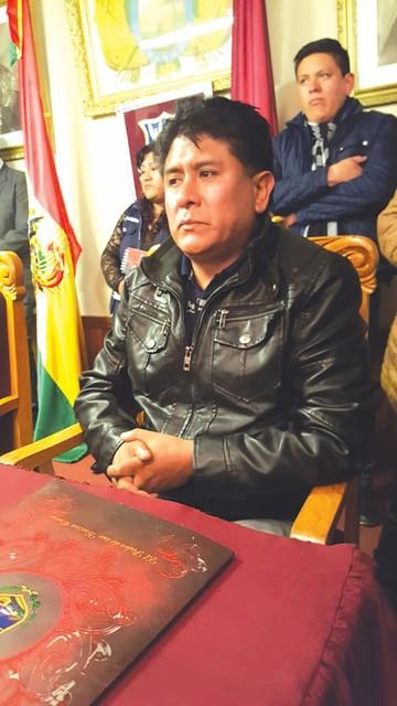 Concejal Aguilar asume como Alcalde de Oruro