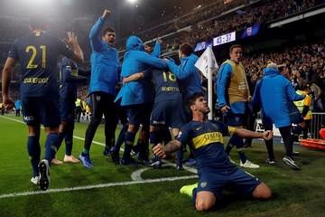 Benedetto adelanta a Boca Juniors al descanso