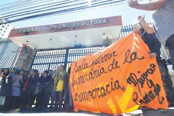 Denuncian ruptura constitucional en el país por binomio Evo-Álvaro