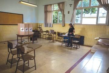 Chavismo gana comicios con elevada abstención