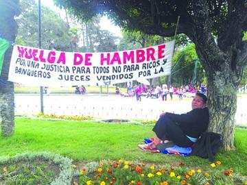 Ciudadano inicia huelga y exige una auditoría jurídica