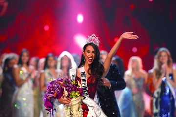 Miss Universo corona por cuarta vez a una filipina