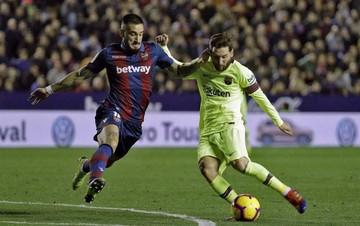 Barça responde a la presión con exhibición de Messi