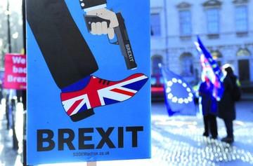 """May pone fecha a voto por acuerdo del """"brexit"""""""