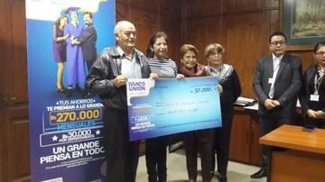 El Banco Unión premia a ganadora de campaña