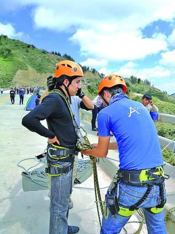 Motivan a hacer deporte extremo en puente Fisculco