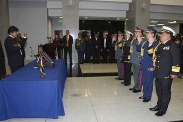Presidente posesiona al nuevo Alto Mando Militar