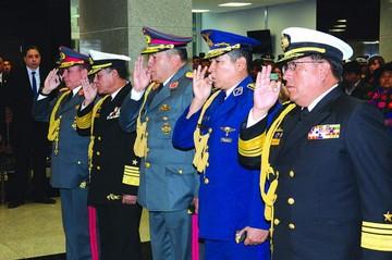 Nuevos mandos policial y militar asumen con respaldo al proceso