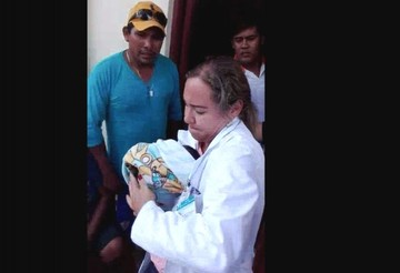 Cobija: Un bebé que fue dado por muerto comienza a llorar dentro de su cajón