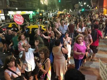 """""""Cacerolazos"""" en Buenos Aires por alza de tarifas"""