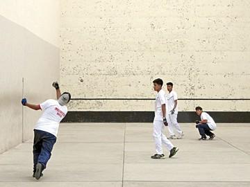 Complejo de raquetas avanza