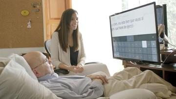 Paciente con esclerosis se vale de computadora
