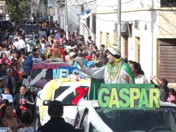Misas llenas y procesión masiva  durante la fiesta de Reyes Magos