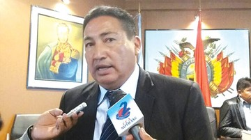 Director sugiere hablar de Morales en escuelas