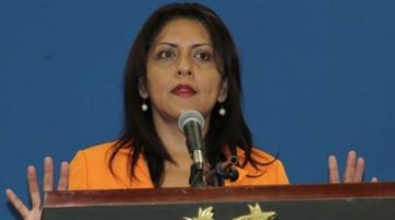 Ministra admite que el Gobierno publicó encuesta que favorece a Evo
