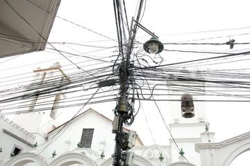 Acuerdan retirar cables del centro en dos meses