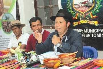 Urquizu desafía a debatir en quechua a opositores