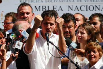 Breve detención de Guaidó enrarece el clima político