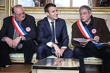 Macron sufre para convencer con debate