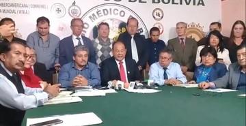 Médicos rechazan y dan ultimátum al Gobierno