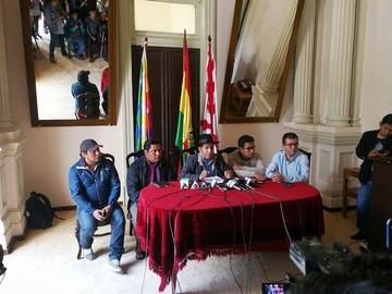 Urquizu llama a quechuas del país a proclamar al binomio Evo-Álvaro