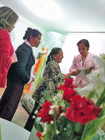 Socios de Herbalife se congregan en su sede