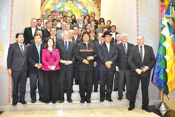 Evo pide a sus embajadores ver negocios en el exterior